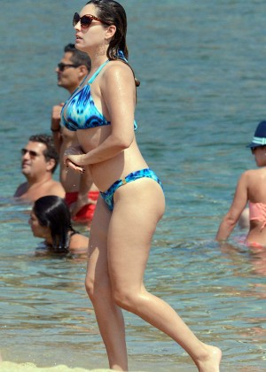 Kelly Brook Hot 85 Bikini Photos -01