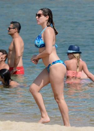 Kelly Brook Hot 85 Bikini Photos -15