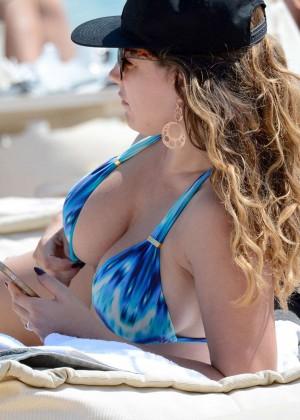 Kelly Brook Hot 85 Bikini Photos -16