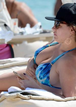 Kelly Brook Hot 85 Bikini Photos -24