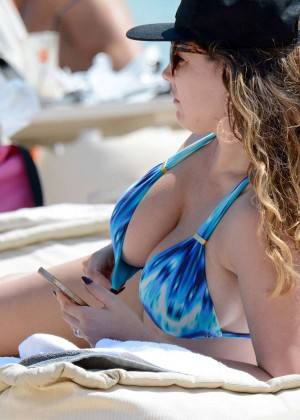Kelly Brook Hot 85 Bikini Photos -36