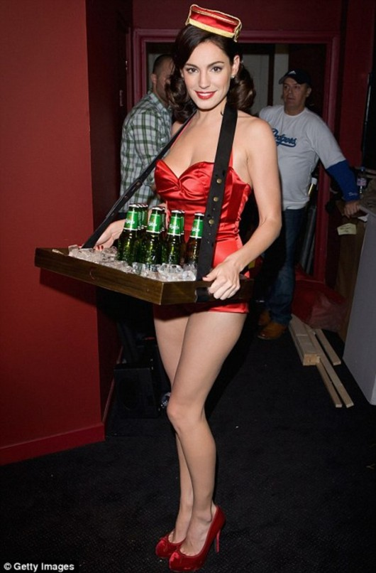 kelly-brook-in-red-jumpsuit-carrying-beers-at-clapham-picture-house-01
