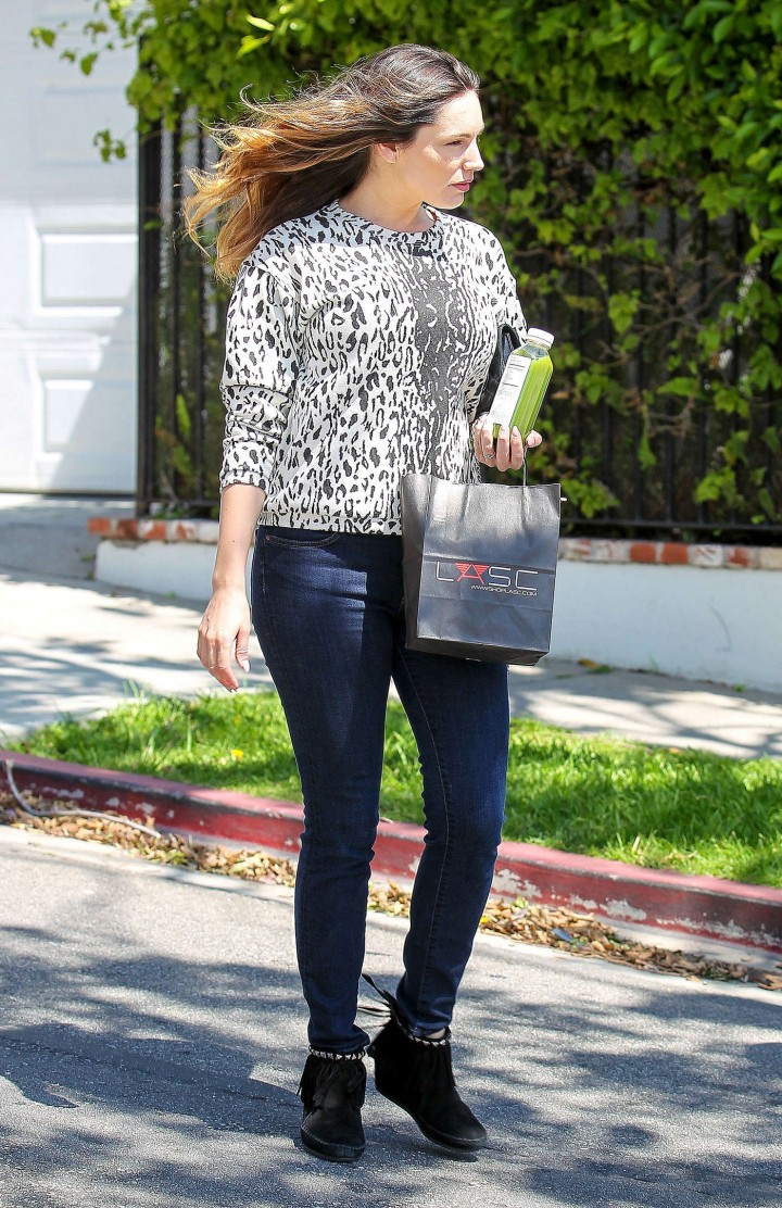 Kelly Brook in Tight Jeans -09