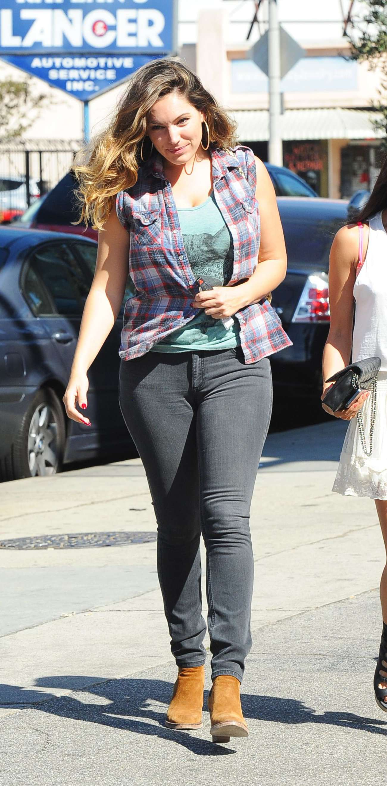 kelly brook in super tight jeans