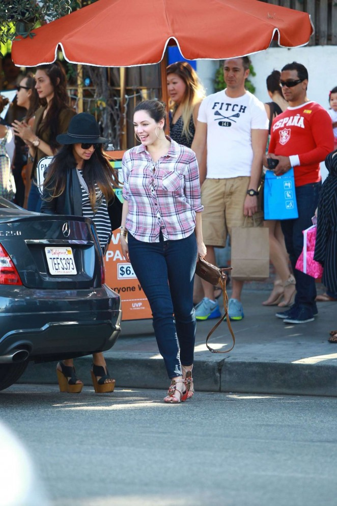Kelly Brook in jeans - Out With Girlfriends in Los Angeles