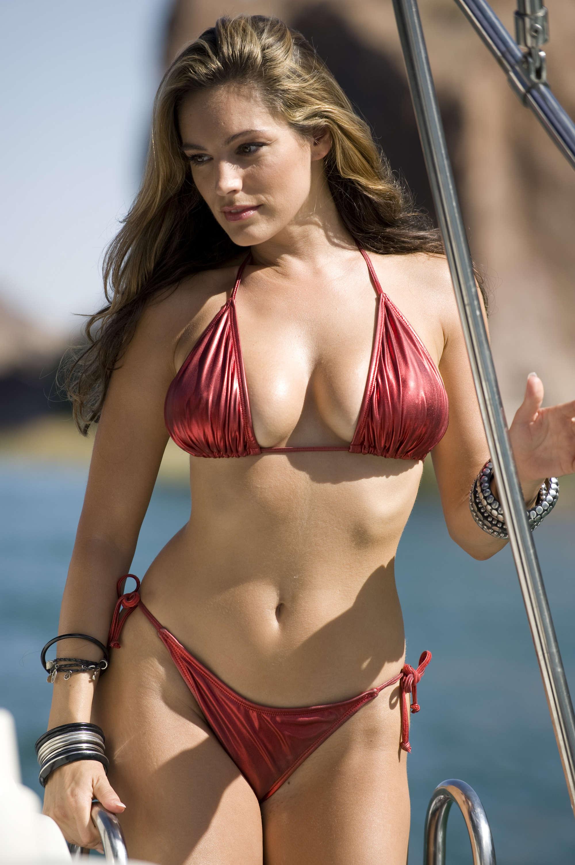 Kelly Brook Hot In Bikini 04 Full Size