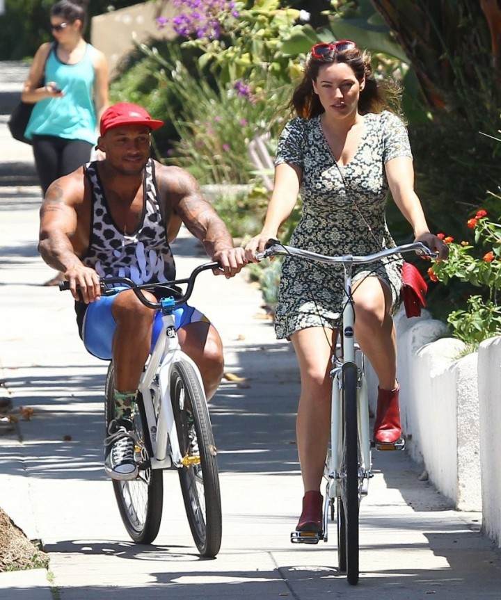 Kelly Brook Riding a Bike in Beverly Hills -07