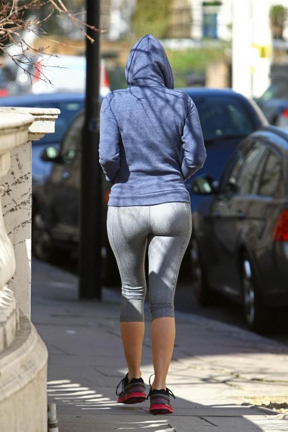 Candid booty milf jeans culote de la dama de negro - 2 part 8