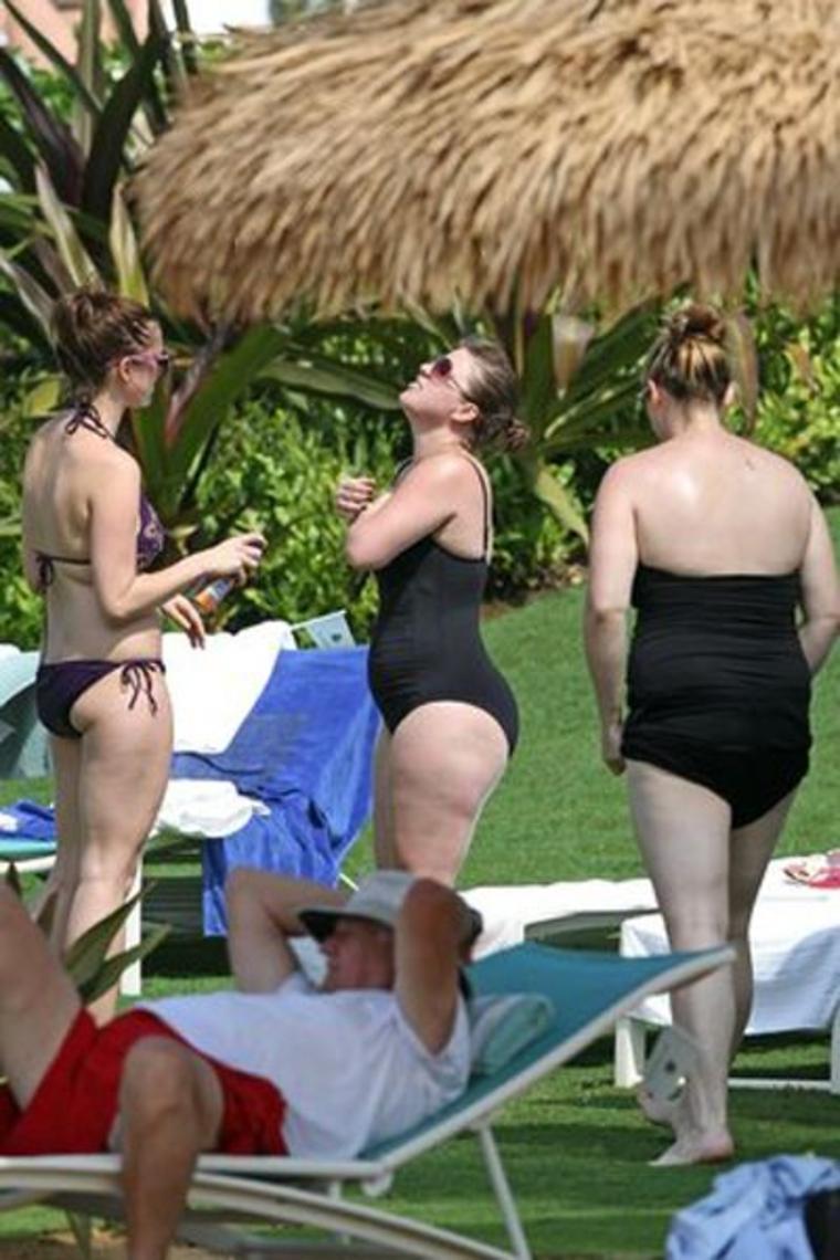 Kelly clarkson bikini picture