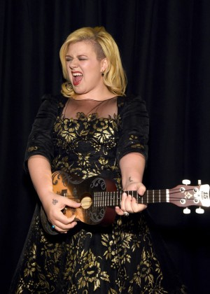 Kelly Clarkson - Musicians On Call's 15th Anniversary Celebration  in New York