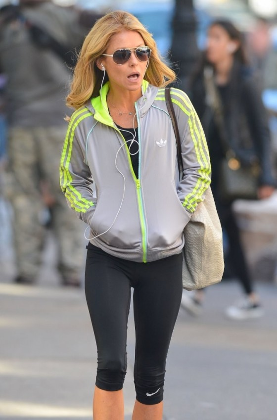 Kelly Ripa Going to a Gym -05