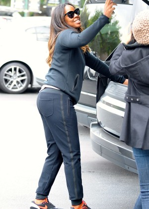 Kelly Rowland in Sweats Shopping in Beverly Hills