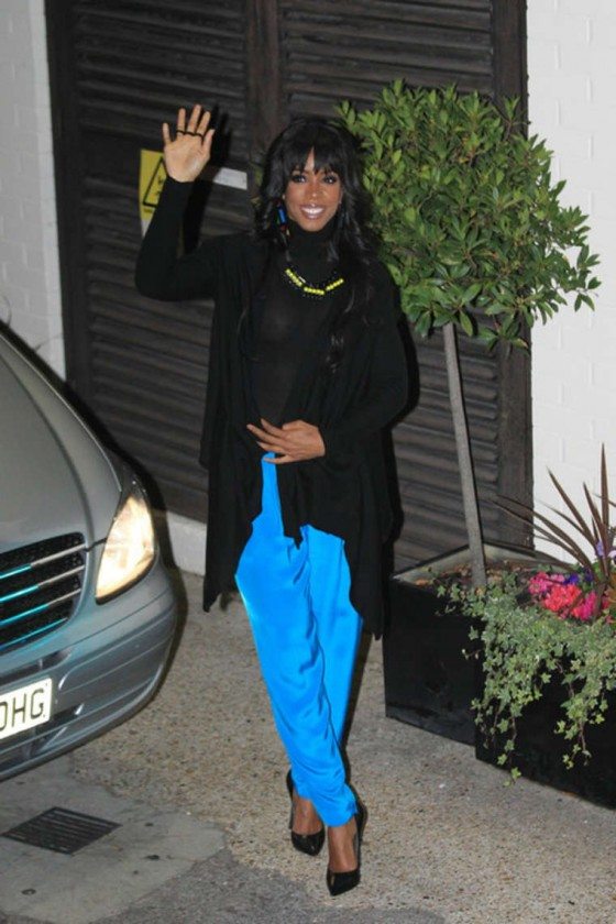 Kelly Rowland - Black Shirt Candids-03