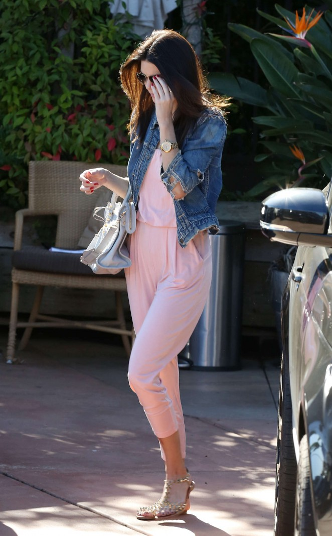Kendall Jenner – Arriving at Geoffrey's in Malibu