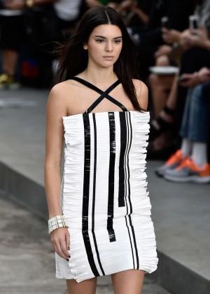 Kendall Jenner - Chanel Catwalk Show Spring-Summer 2015 in Paris