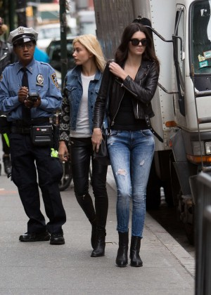 Kendall Jenner in Tight Jeans Having Lunch at The Mercer in NYC