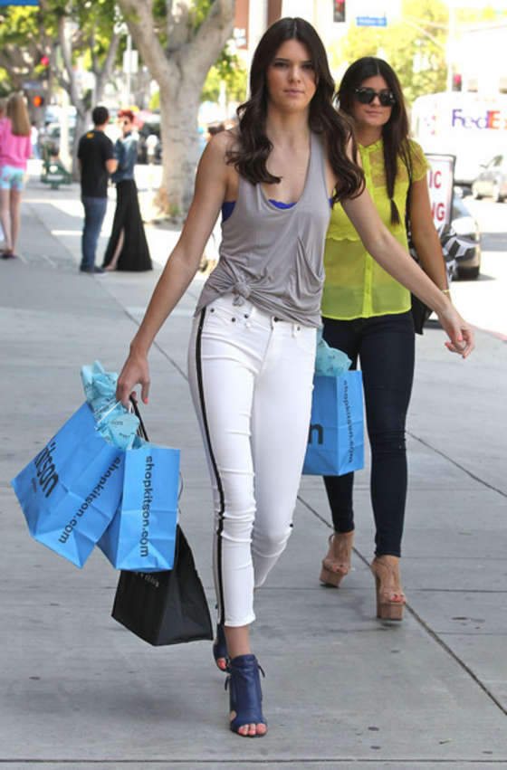 Kendall Jenner in tight white jeans-04