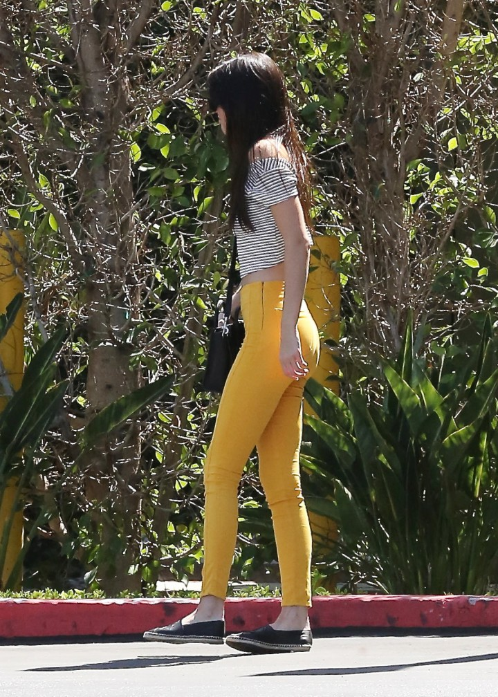 Kendall Jenner in Yellow Jeans -03