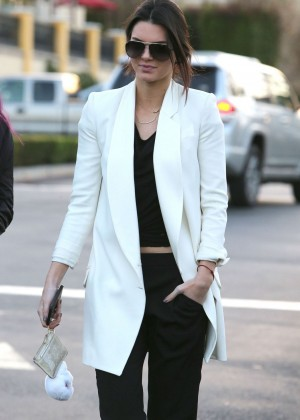 Kendall Jenner Out With Friends in Calabasas