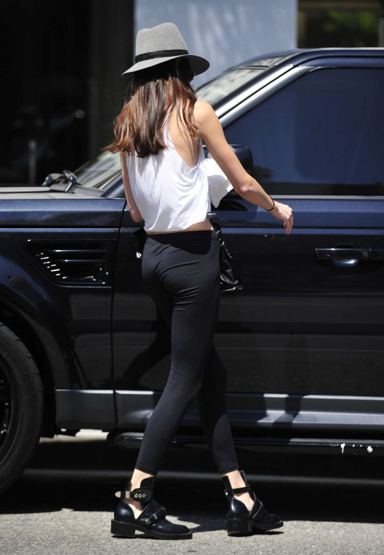 Kendall Jenner 2013 : Kendall Jenner – Visiting a salon in Hollywood -21