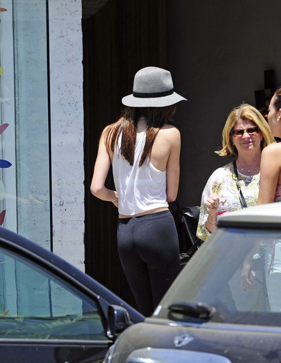 Kendall Jenner 2013 : Kendall Jenner – Visiting a salon in Hollywood -27