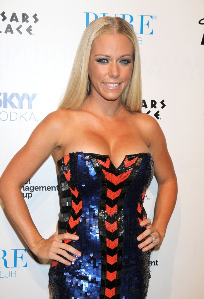 Can kendra wilkinson's imperfect mom photos start a new trend, please