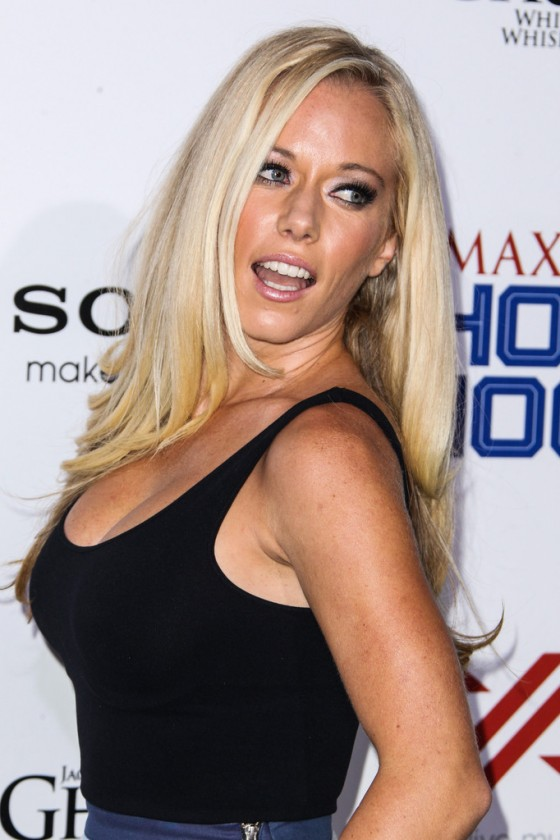 Kendra Wilkinson at the 2013 Maxim Hot 100 Party -07