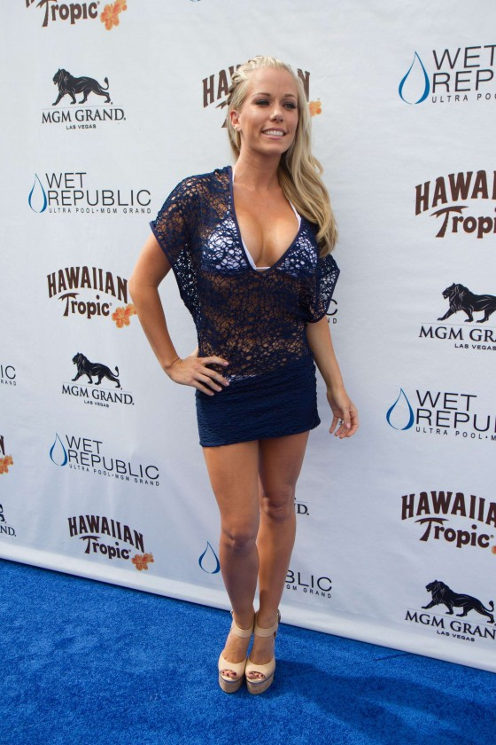 Kendra Wilkinson – Party at The Pool-49