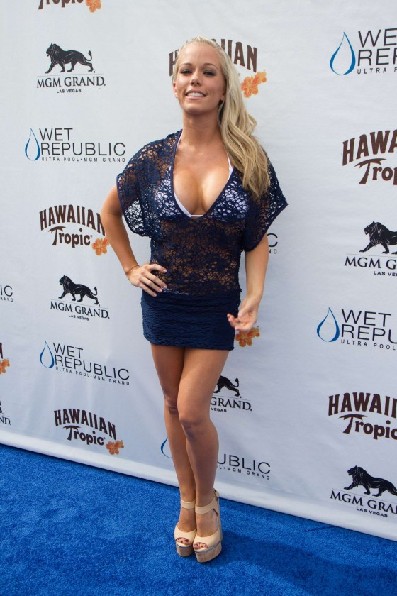 Kendra Wilkinson – Party at The Pool-50