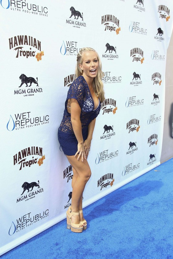 Kendra Wilkinson – Party at The Pool-62