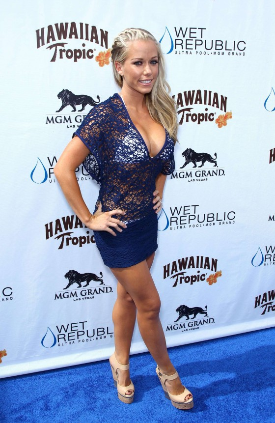 Kendra Wilkinson – Party at The Pool-63