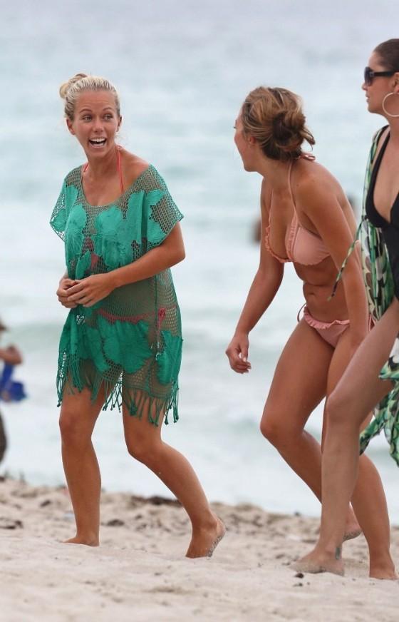 Kendra Wilkinson - Bikini Candids in Miami -16