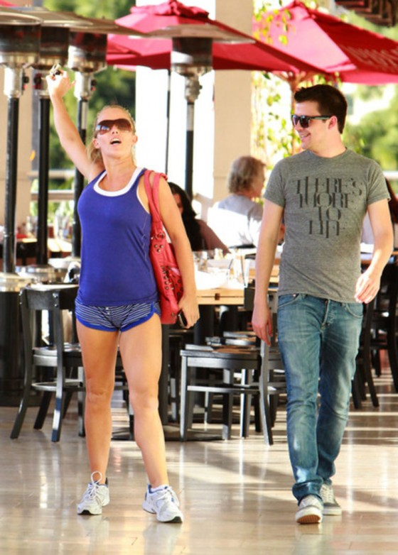 Kendra Wilkinson – Leggy Candids at Dancing with the Stars