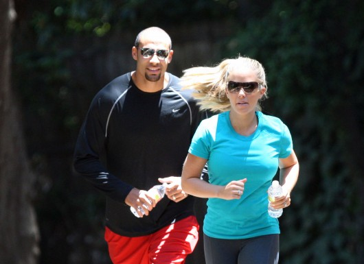 kendra-wilkinson-stretch-pants-working-out-in-la-08