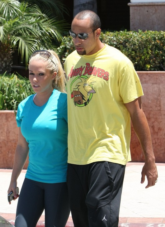 kendra-wilkinson-stretch-pants-working-out-in-la-18