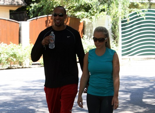 kendra-wilkinson-stretch-pants-working-out-in-la-28