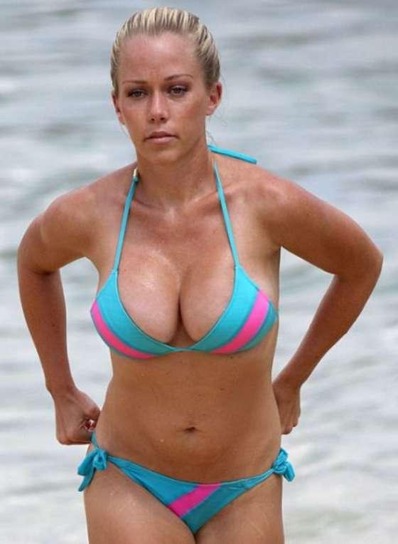 Kendra Wilkinson in bikini in Hawaii-03