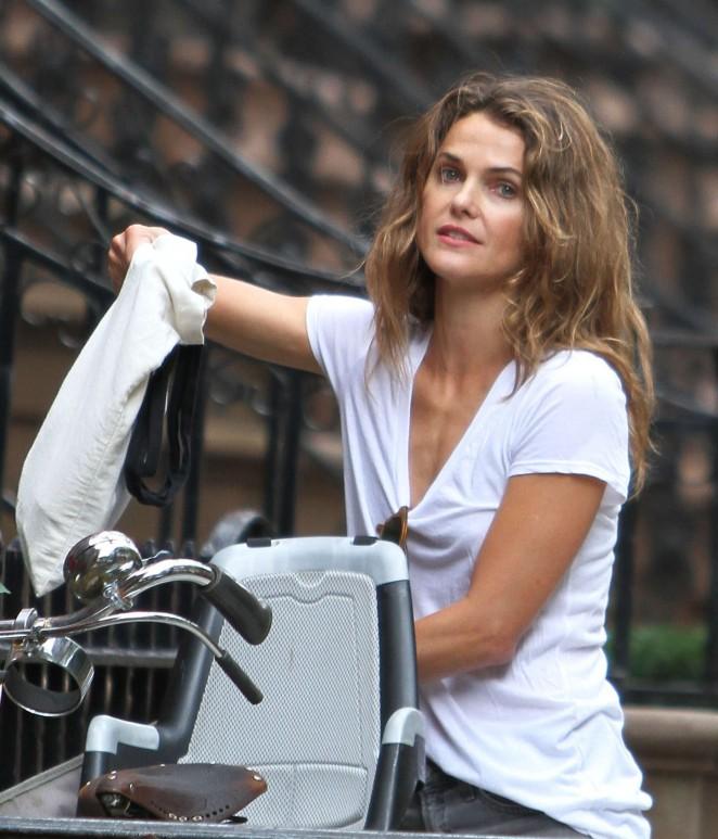 Keri Russell – Riding a Bike -08