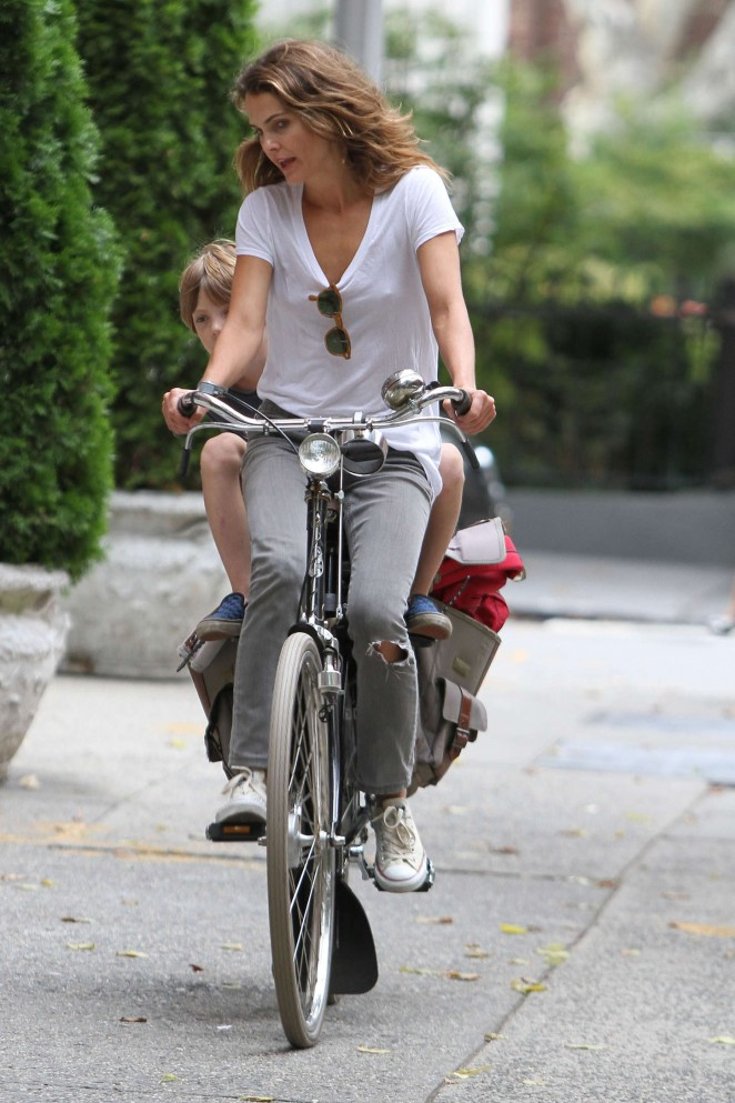 Keri Russell – Riding a Bike -12