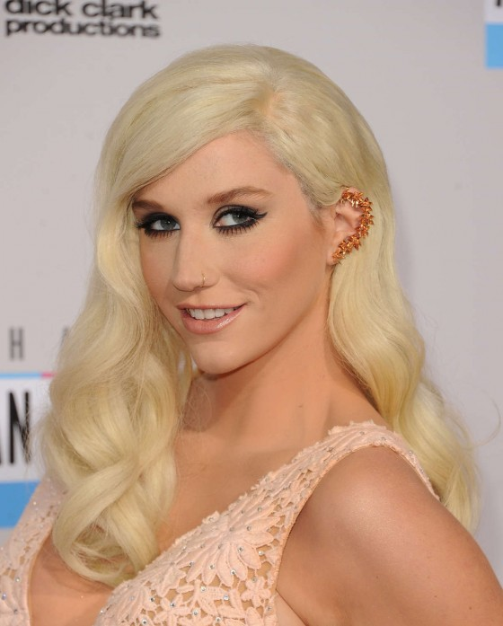 Kesha – 2012 American Music Awards in Los Angeles-01