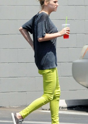Kesha in Green Pants - Shopping in Los Angeles