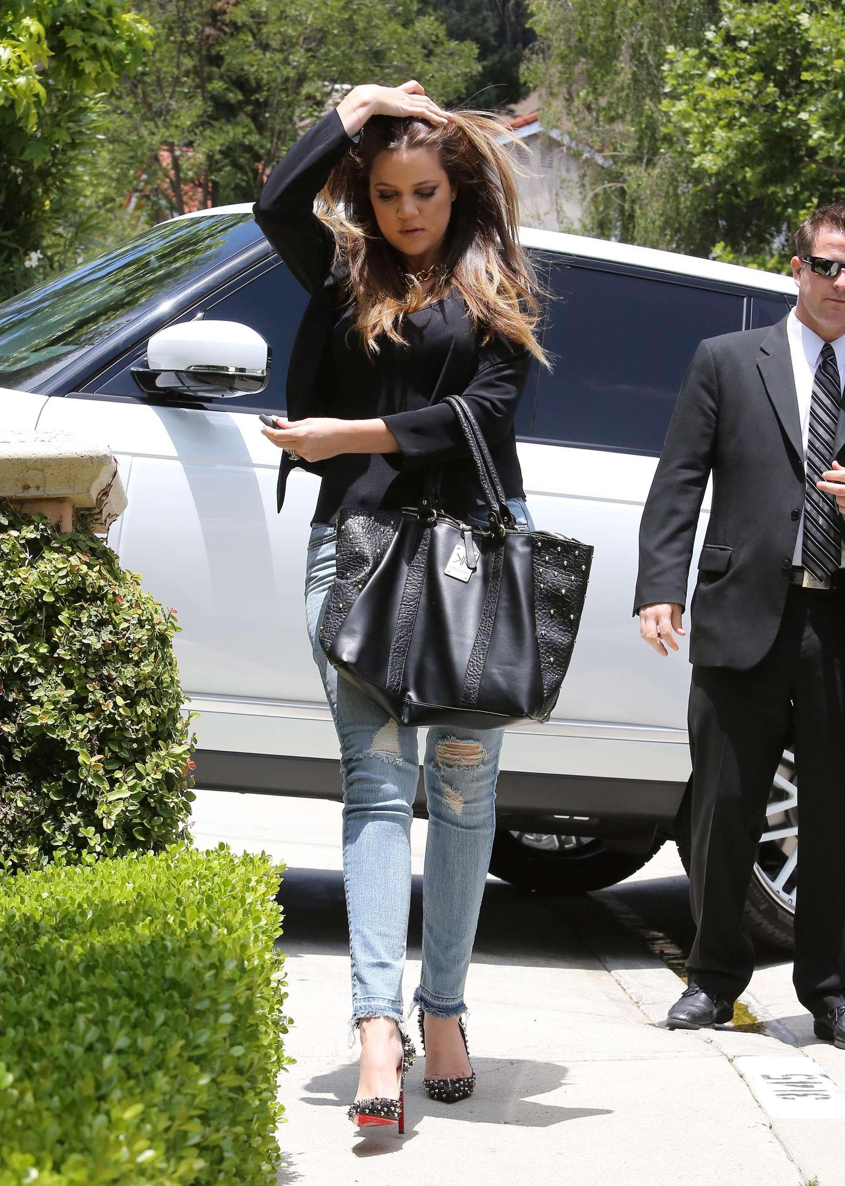 Khloe Kardashian 2013 : Khloe Kardashian at Kims house -03