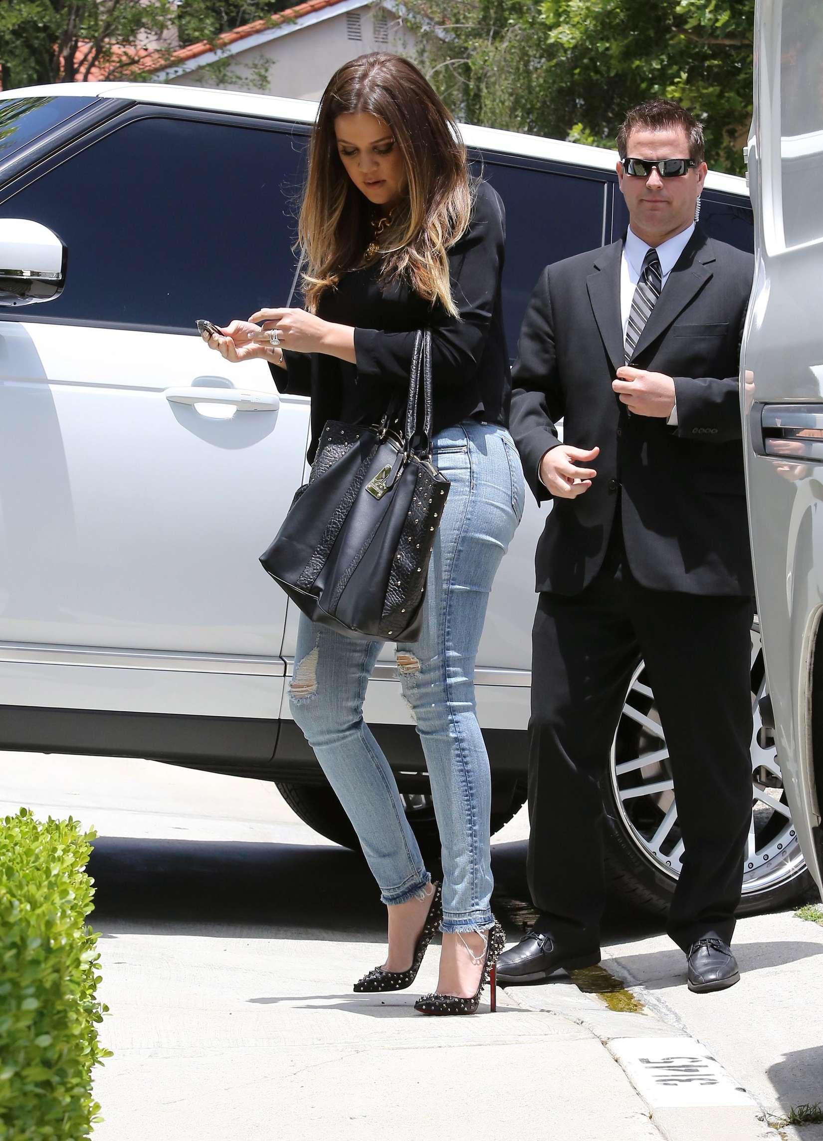 Khloe Kardashian 2013 : Khloe Kardashian at Kims house -06