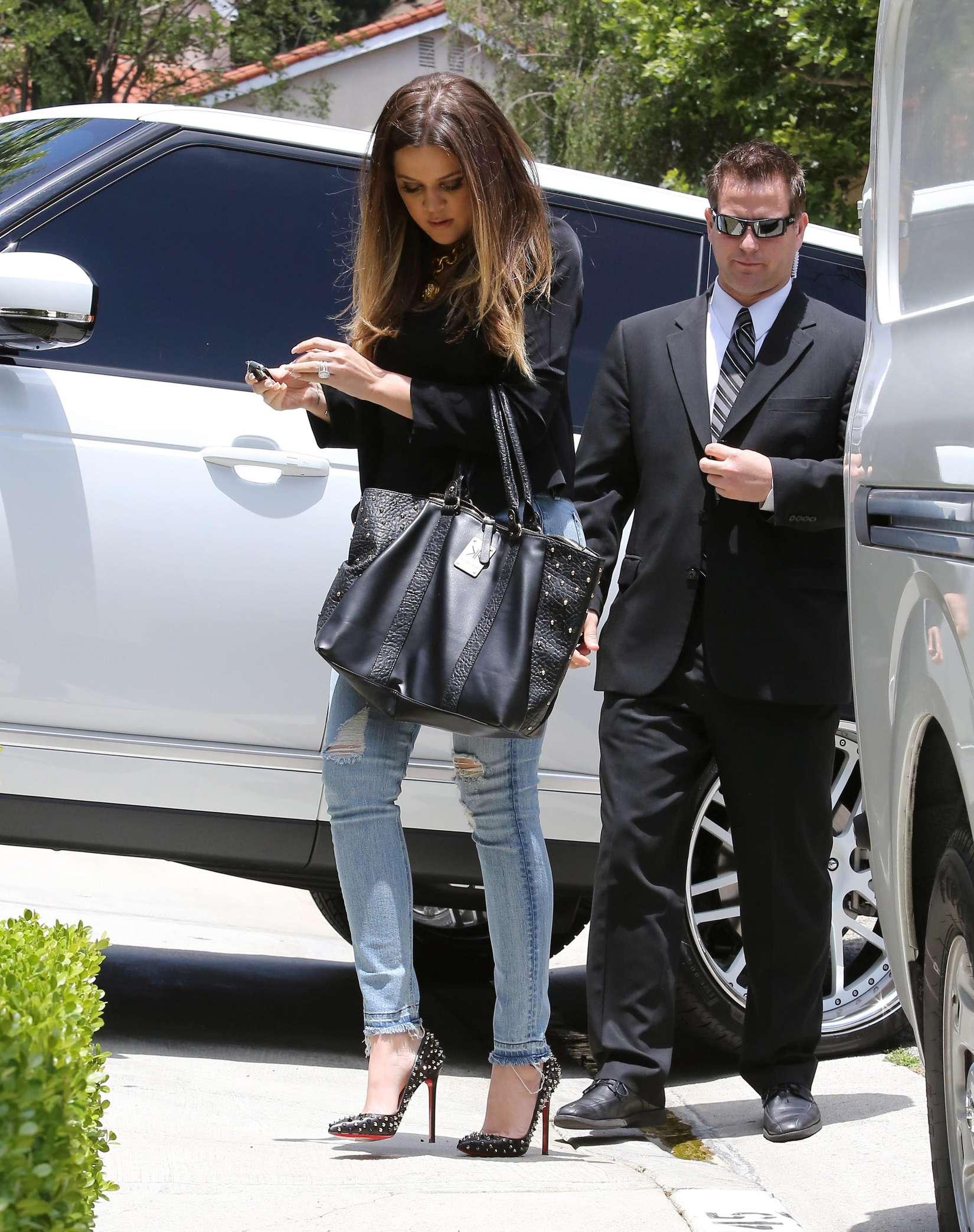 Khloe Kardashian 2013 : Khloe Kardashian at Kims house -07
