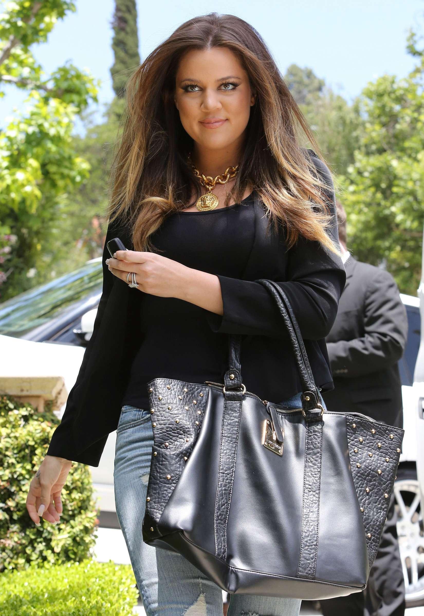 Khloe Kardashian 2013 : Khloe Kardashian at Kims house -10