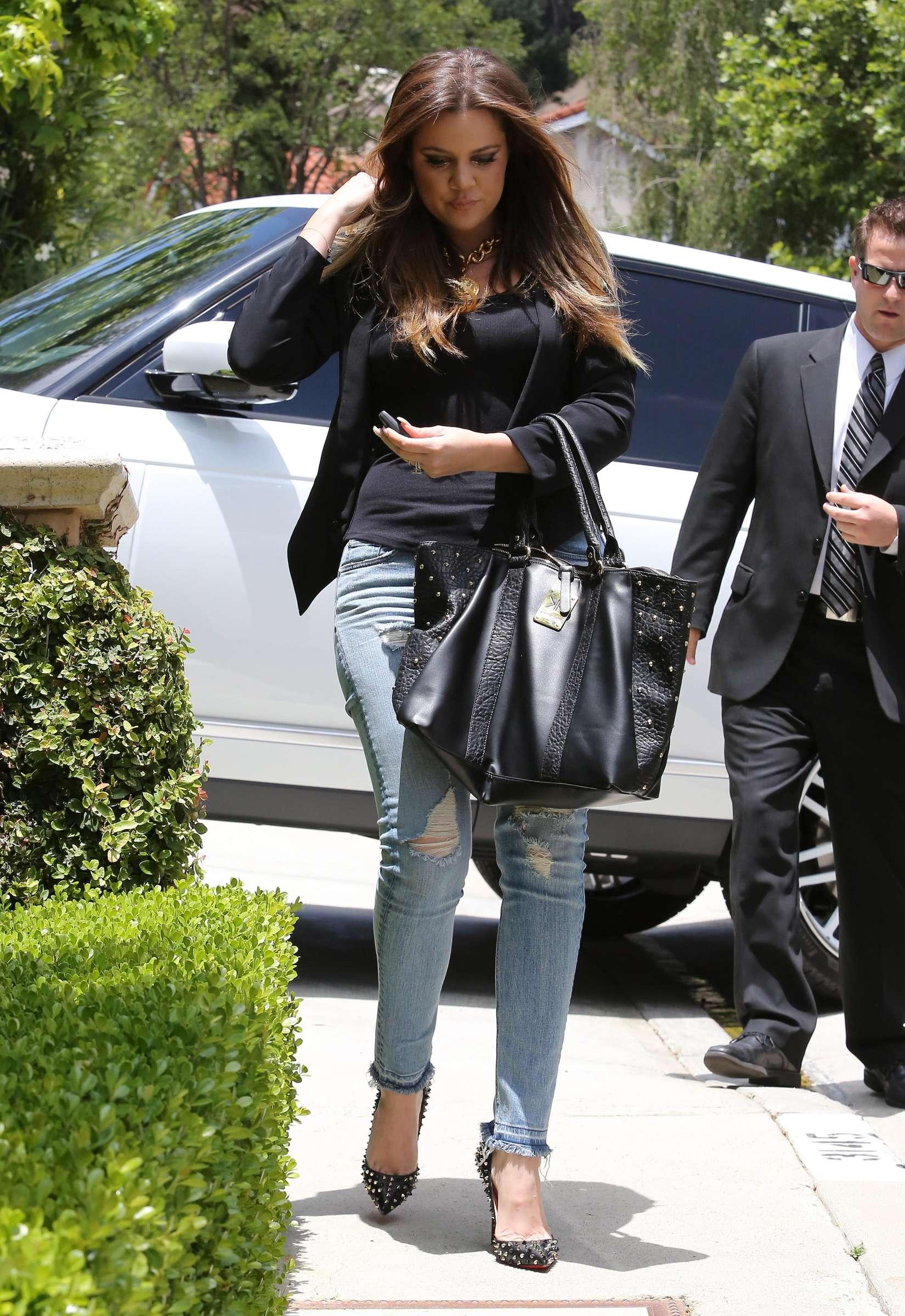 Khloe Kardashian 2013 : Khloe Kardashian at Kims house -11
