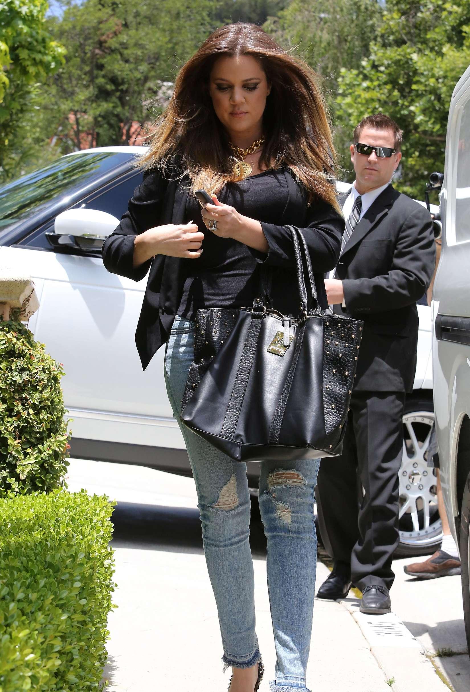 Khloe Kardashian 2013 : Khloe Kardashian at Kims house -13