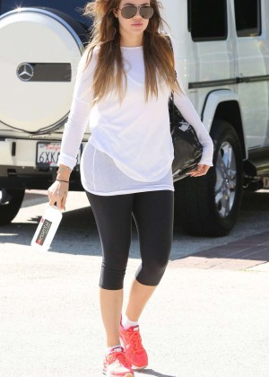 Khloe Kardashian in Tight Leggings Leaving Earthbar in Los Angeles