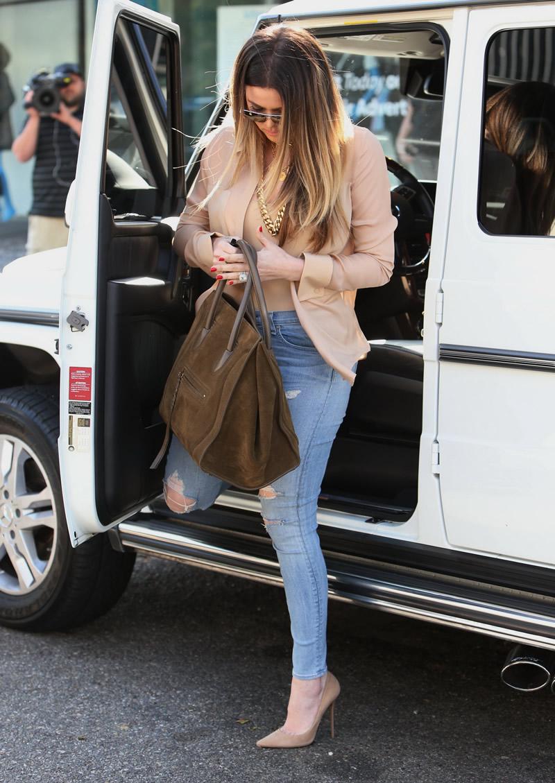 Khloe Kardashian 2013 : Khloe Kardashian shopping candids at Kitson in Beverly Hills -18