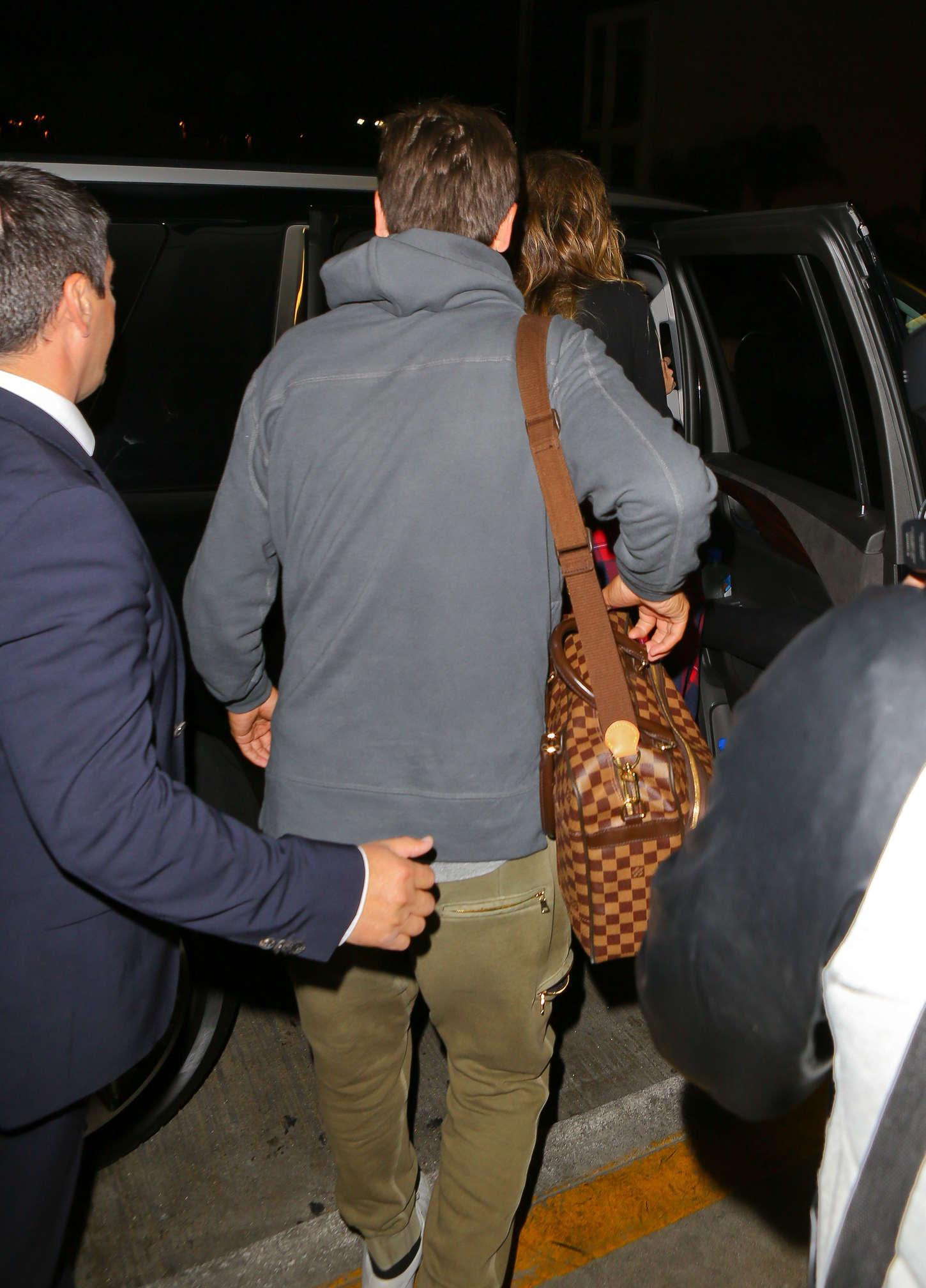Khloe Kardashian 2014 : Khloe Kardashian with Scott Disick at LAX airport -15